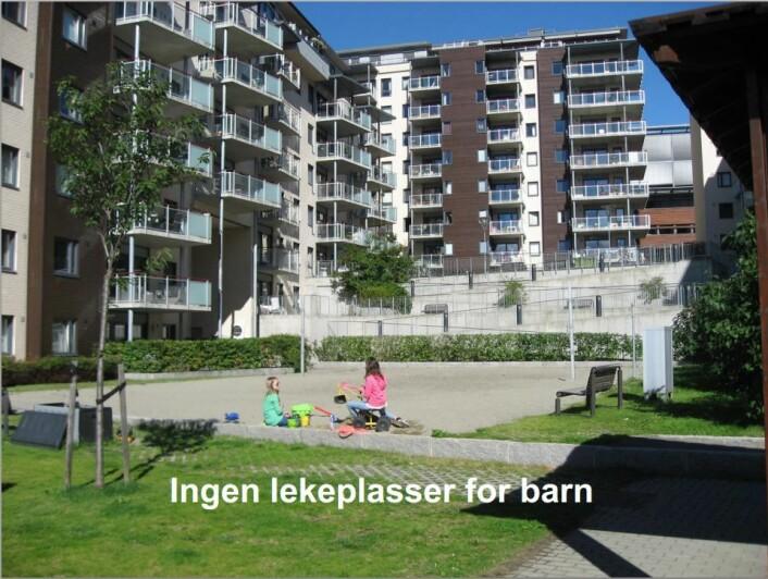Bildet er fra boligprosjektet Solsiden i Nydalen i Oslo, og er brukt i en presentasjon om den nye rapporten. Forskerne mener at dette området har for trange byrom og at det er sparsomt med lekeplasser for barn.  (Foto: NIBR)
