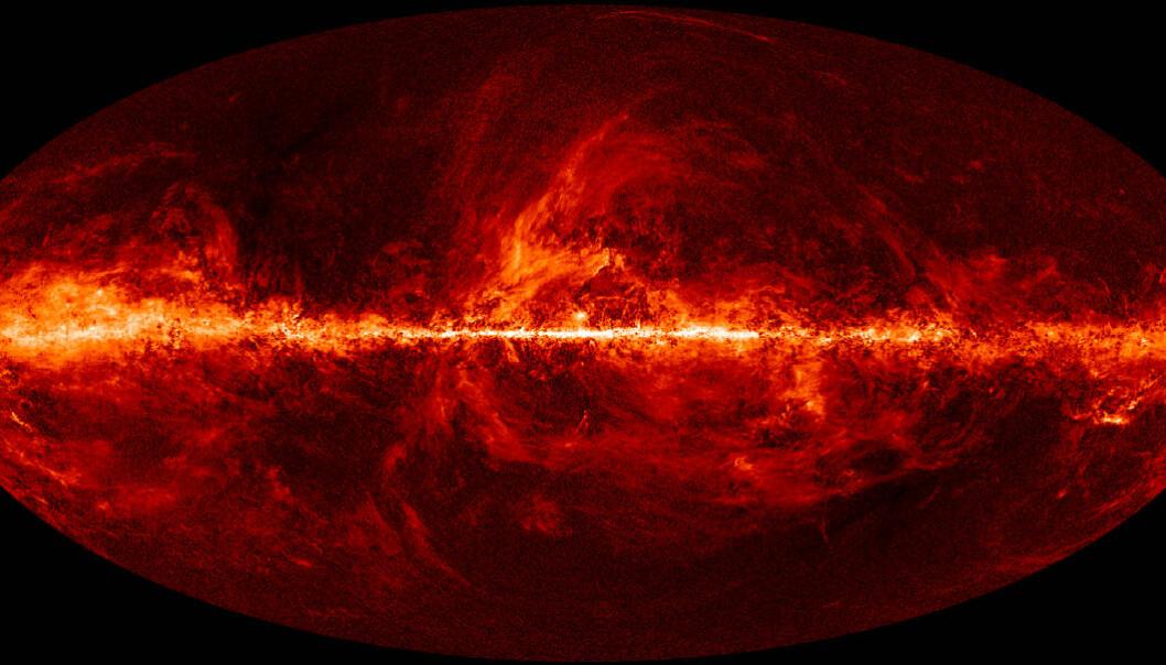Galaktisk støvkart: Aldri tidligere har polariseringen av radiobølgene som utgjør den kosmiske bakgrunnstrålingen, vært vist så detaljert som i dette bildet, basert på data fra romteleskopet Planck. Det lysende båndet midt på bildet tilsvarer Melkeveien, der det er mest støv.  Jo kraftigere lys, desto sterkere er radiobølgene polarisert. Bildet er laget av de norske kosmologene Ingunn Kathrine Wehus og Hans Kristian Eriksen. Det viser for første gang at støvet også polariserer lyset lenger unna Melkeveien, for eksempel nederst i bildet. I dette området ble målingene fra BICEP-2 gjort. Støvet her kan ha gitt et falskt signal av det forskerne trodde var gravitasjonsbølger fra universets første øyeblikk (Bilde: ESA/Planck Collaboration)
