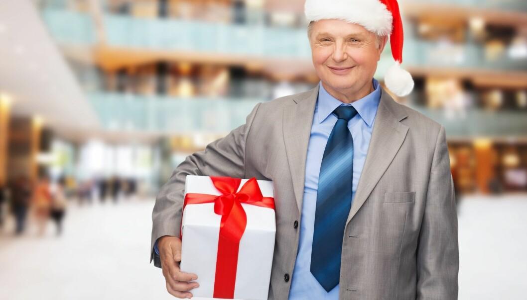 Norske arbeidstakere vil heller at sjefen tar på nissekostymet til ære for dem selv, enn at han støtter en god sak. (Illustrasjonsfoto: Colourbox)