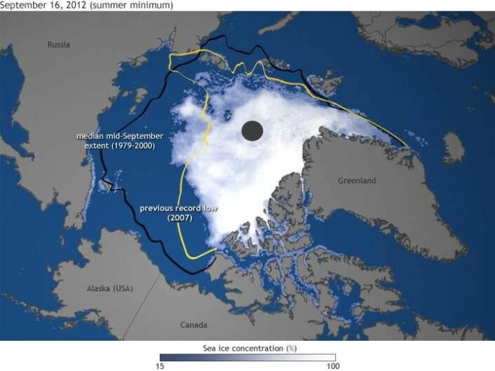 """Slik er sjøisutbredelsen i Arktis i dag, med linjer som i tillegg markerer utbredelsen i 2007 og gjennomsnittlig september-utbredelse fra 1979 til 2000. (Foto: (Illustrasjon: <a href=""""http://www.arctic.noaa.gov/report12"""">Arctic Report Card</a>))"""
