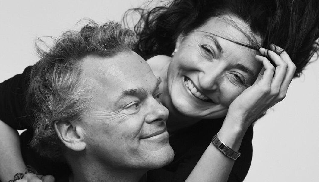 Edvard og May-Britt Moser blir behandlet som verdensstjerner i Stockholm.  (Foto: Geir Mogen, NTNU)