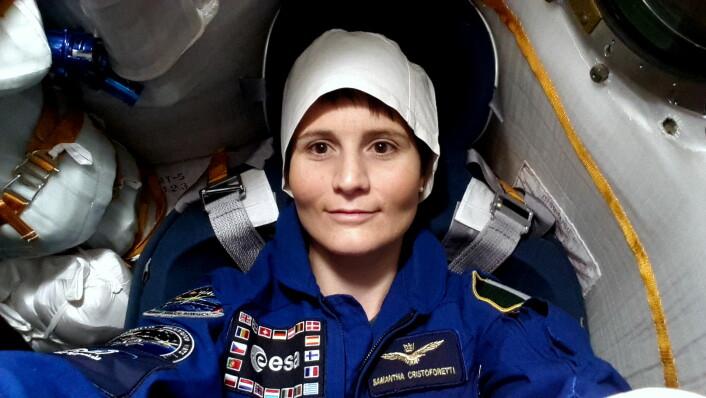 Samantha Cristoforetti, ESAs italienske astronaut, i Sojus-fartøyet hun ble skutt opp til romstasjonen med 23. november 2014. (Foto: ESA)
