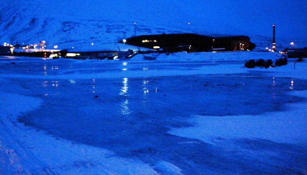 For innbyggerne på Svalbard fikk ekstremvinteren betydelige samfunnsøkonomiske virkninger. (Foto: Øystein Varpe)
