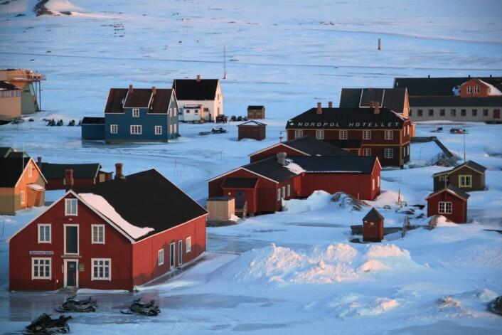 Svalbard opplevde en sterk nedgang i turisme resten av vinteren 2012. Det gjaldt spesielt for aktiviteter som guidede snøscooterturer og hundesledeturer.  (Foto: Elisabeth Rastad)