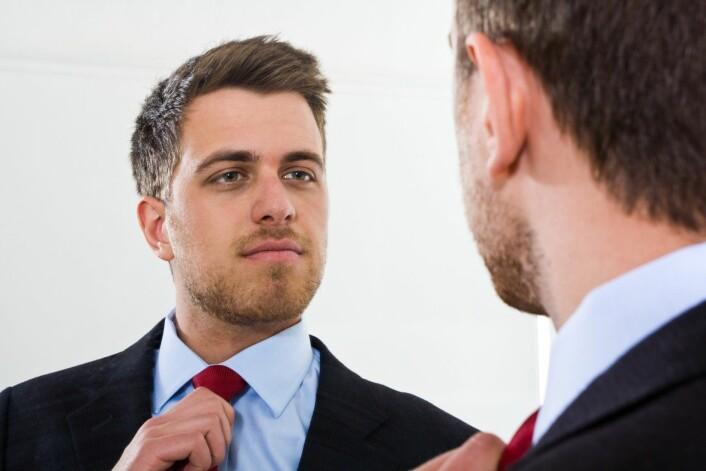 Personer med makt og som har fått aktivert seksuell tenning, trenger ikke å se seg selv i speilet for å jakte på belønningen. (Foto: Microstock)