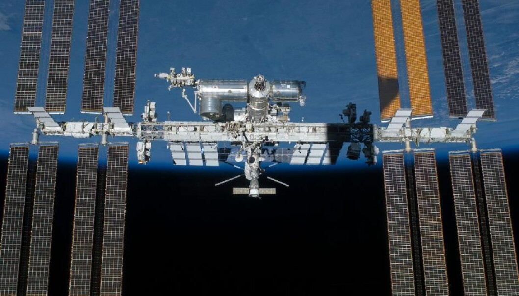 Den Internasjonale Romstasjonen, hvor eksperimentene skal finne sted. (Bilde: NASA)