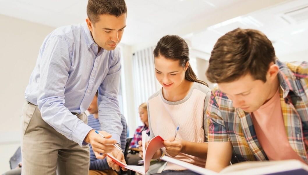 Enkeltmennesker, som den gode læreren eller den engasjerte naboen, er det som betyr mest for om elever bestemmer seg for å slutte på skolen eller ikke.  (Foto: Microstock)
