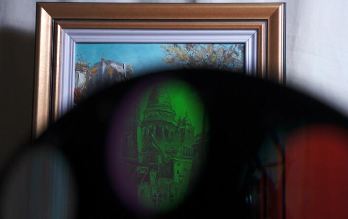 Fargefiltre montert på et hjul kan brukes til hyperspektral fotografering. (Foto: Arnfinn Christensen, forskning.no)