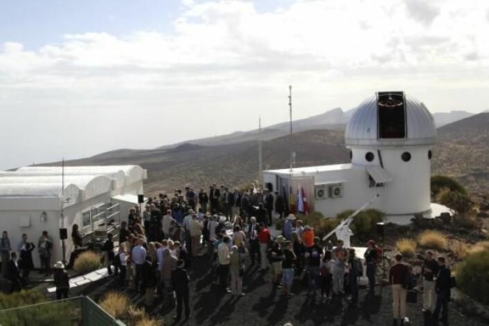 Det nye SONG-teleskopet er bygget som en del av et eksisterende observatorium på Tenerife – Observatorio del Teide.  (Foto: Lise Brix)