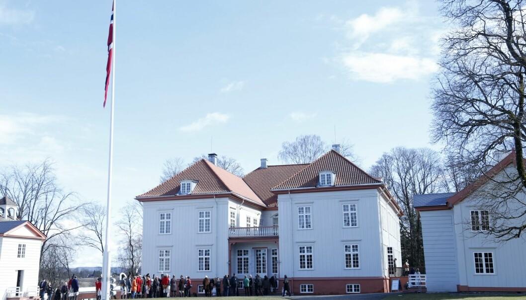 Eidsvollsbygningen er et godt eksempel på at vi også freder bygninger som har vært gjennom store rekonstruksjoner, ifølge Hans-Henrik Egede-Nissen ved Arkitektur- og designhøyskolen.  (Foto: Scanpix, Erik Johansen)