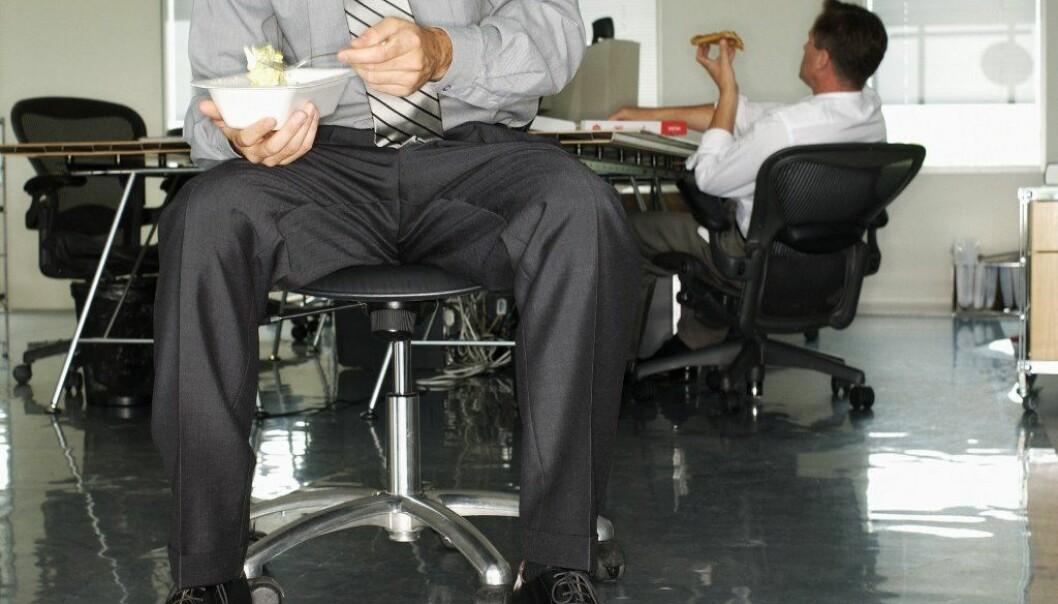 Hevner seg på sjefen med lange lunsjer
