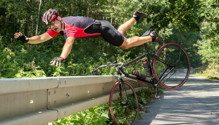 Veltrent syklist stuper inn i busk. Kanskje ville noen kjent på ørlittegrann skadefryd om alt gikk bra. (Foto: Milkovasa / Shutterstock / NTB scanpix).