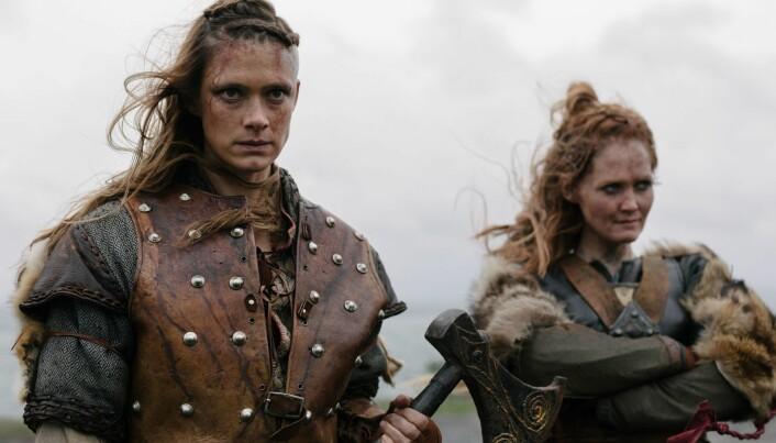 Alfhildr, spilt av Krista Kosonen og Urd, spilt av Ágústa Eva Erlendsdóttir snakker begge på norrønt i deler av serien. (Foto: HBO Nordic)