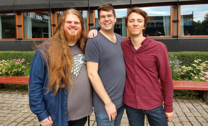 (F.v) Alexander K. Lykke, Julian Kirkeby Lysvik og André Dannevig har samarbeidet med manusforfatterne for å gi et autentisk bilde av språket fra ulike tidsaldre i Norge. (Foto: Ulla Gjeset Schjølberg / forskning.no)