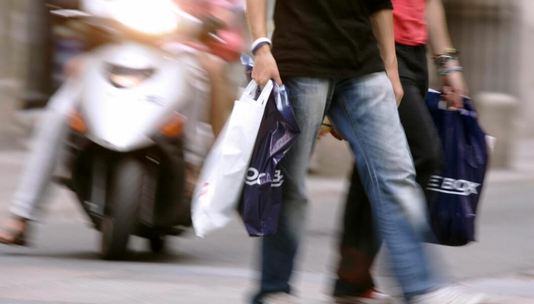 Hormonforstyrrende ftalater finnes i blant annet klær og plastposer. Stoffene er en trussel for menns evne til å få barn. (Foto: Microstock)