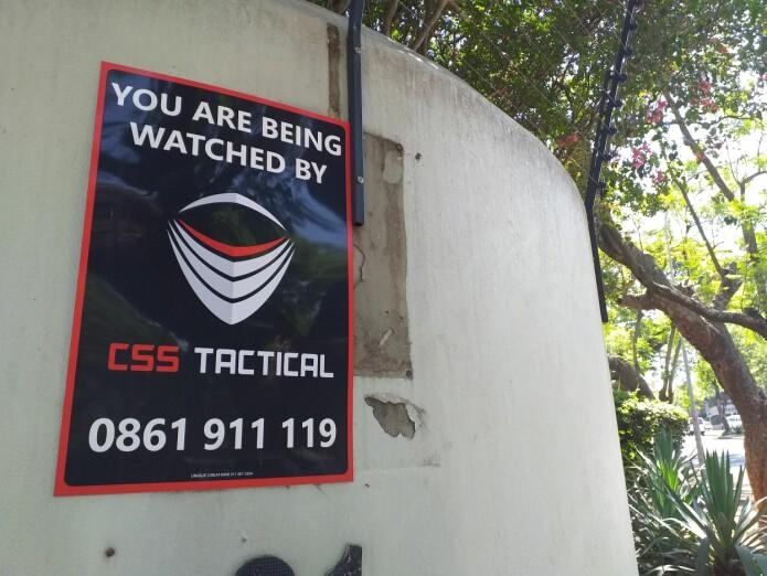 Spor av sikkerhetsmekanismer og overvåking er overalt. (Foto: Oda Eiken Maraire)