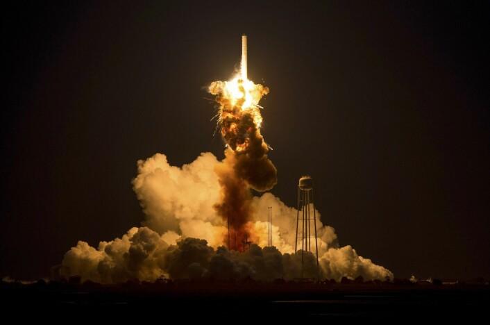 Orbital Sciences' tredje Cygnus-romfartøy med utstyr og forsyninger til Den internasjonale romstasjonen mislyktes totalt i starten 29. oktober klokken 00.22 norsk tid. (Foto: Joel Kowsky, EPA/NASA)