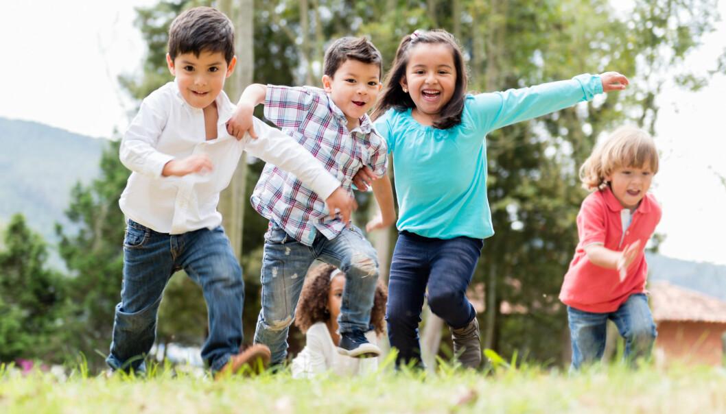 Den frie leken er under press, mener forskere. I dag skal leken skal ha et formål, enten at barna blir flinkere til noe, eller at de får mosjon.  (Foto: Microstock)