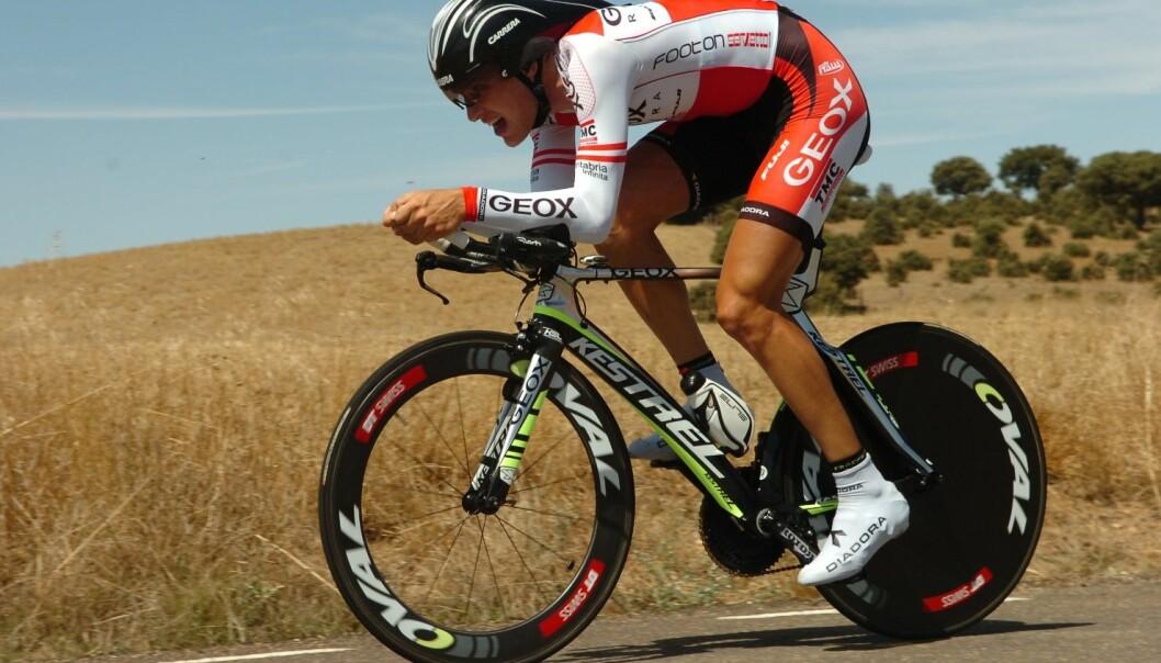 Matthias Brändle skal i kveld prøve seg på timerekorden på sykkel. Inne på velodromen slipper han vinden han kjemper mot her, i Vuelta e Espana i 2011. (Foto: Colourbox)