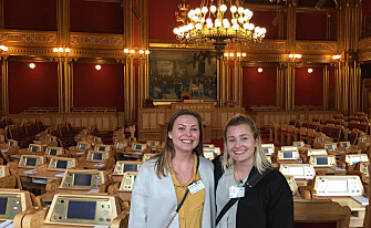 Hanna Sollie Storaker and Ingrid Vold interviewed politicians about a food waste law. (Photo: Private)