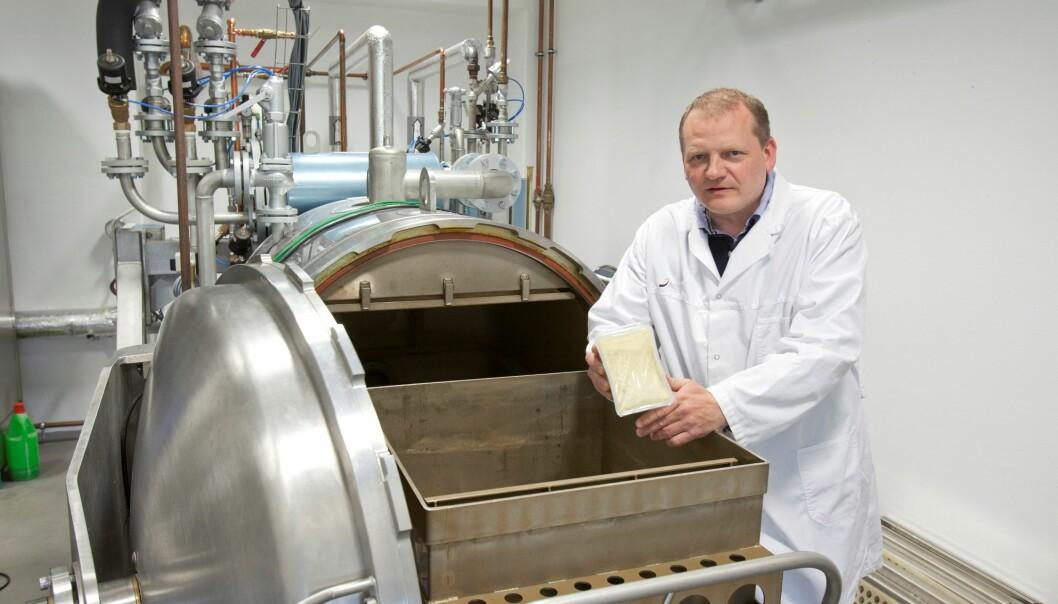 Forsker Dagbjørn Skipnes håper at forbrukerne i fremtiden vil nyte godt av ristede matprodukter med høy kvalitet. (Foto: Kjell Merok/Nofima)