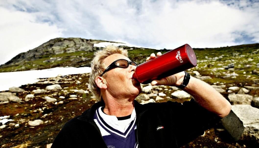 Folk vil gjerne være miljøvennlige så lenge det er enkelt og rimelig, som for eksempel å droppe kjøpevannet og heller drikke vann fra egen flaske.  (Foto: Scanpix, Sara Johannessen)