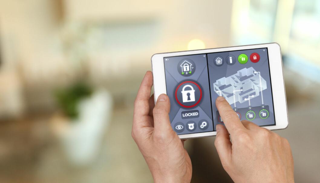 I smarthus kan man gjennom en enkel app kontrollere dører, vinduer, temperatur, fjernsyn, overvåkningskameraer og så videre. Men internettløsningen åpner for at utenforstående kan ta kontroll over hjemmet. (Foto: iStockphoto)