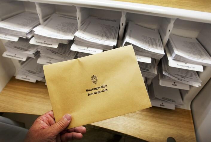 Stortingsvalget er i dag bare tilsynelatende et personvalg. I realiteten betyr velgernes avkryssing av kandidater ingenting.   (Foto: Gorm Kallestad, NTB Scanpix)