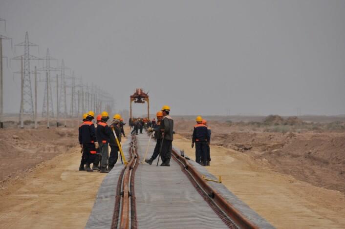 Bygging av Afghanistans første jernbane.  (Foto: privat)