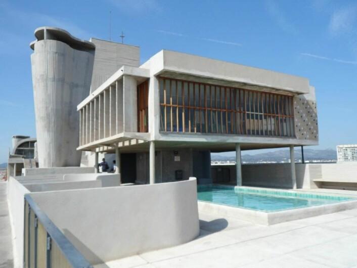 Takterassen til den originale Unité d'Habitation i Marseille. (Foto: Crookesmoore/Creative commons)