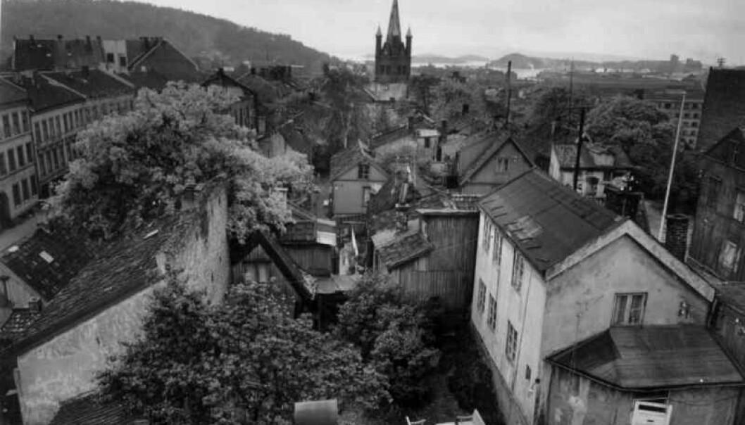 Enerhaugen i 1959, før saneringen. Grønland kirke i bakgrunnen.
