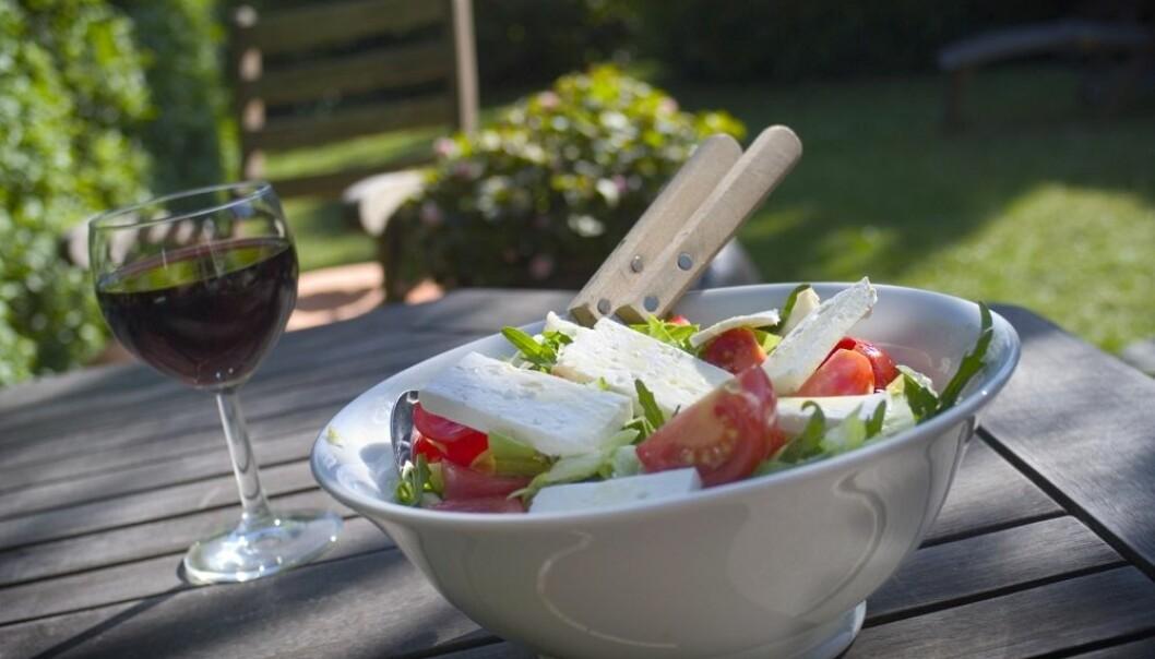 Et par glass rødvin om dagen er bra for hjertet. Dette har vi fått høre i årevis. Men mye tyder på at dette rådet er altfor generelt. Bare noen få av oss har helsegevinst av alkohol.