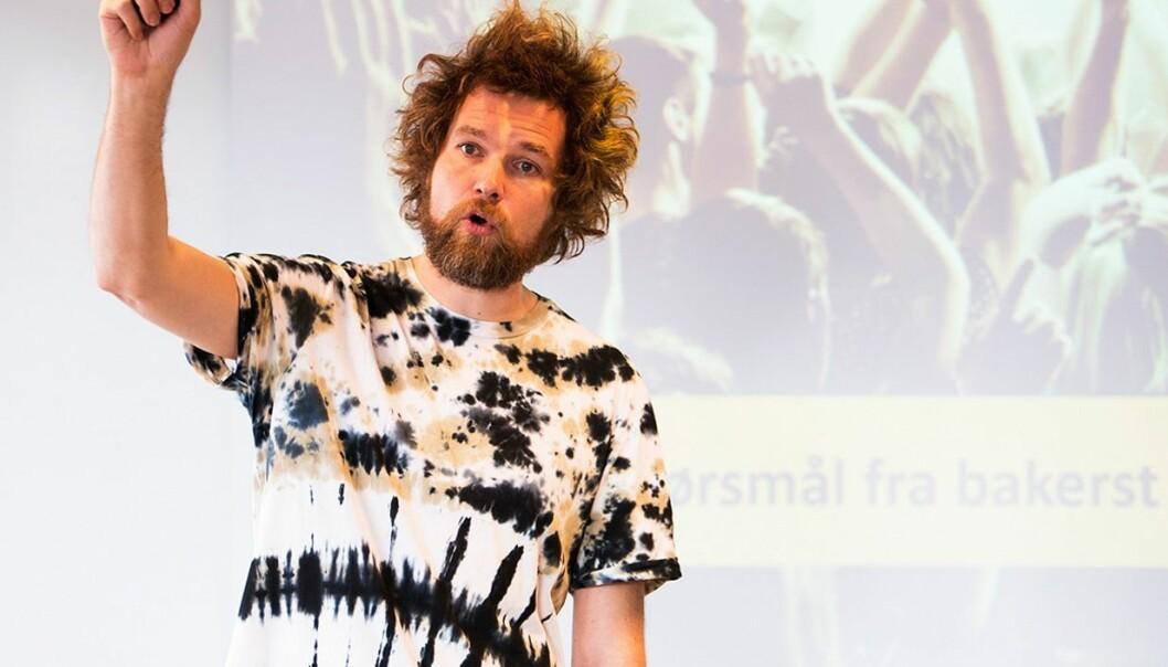 Matematiker Jo Røislien holdt innlegg for deltakerne på Program for fremragende forskningsformidling ved HiOA. (Foto: Sonja Balci)