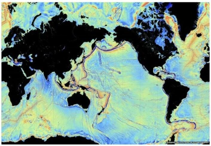 Tyngdefeltkart som viser detaljer på havbunnen, målt fra satellitt. (Bilde: Scripps)