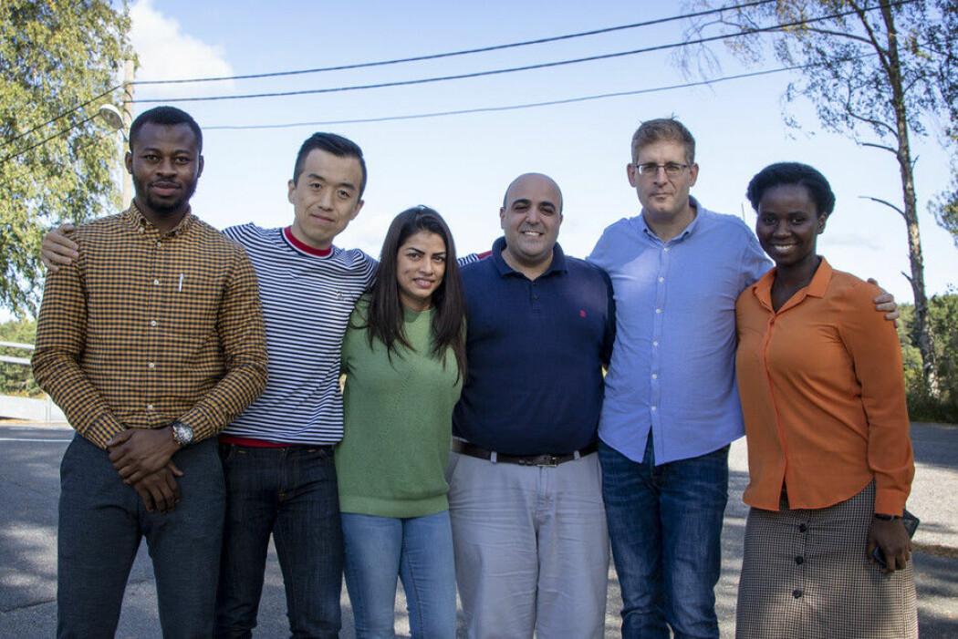 Disse seks utgjør Crowdfunding Research Center: Fra venstre: Prince Baah-Peprah, Liang Zhao, Amy Ann Vik, Rotem Shneor, Daniel Berliner og Priscilla Serwaah. (Foto: Magnus Nødland Skogedal)