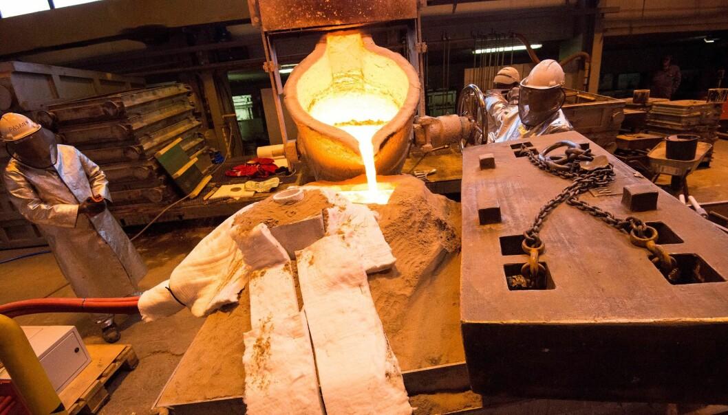 Ny teknologi halverer nesten den metallmengden som må smeltes når propellblader blir til. Her prøves den ut for første gang i industriskala hos Oshaug Metall i Molde. (Foto: Arnt Jørgen Sønslien, Oshaug Metall)