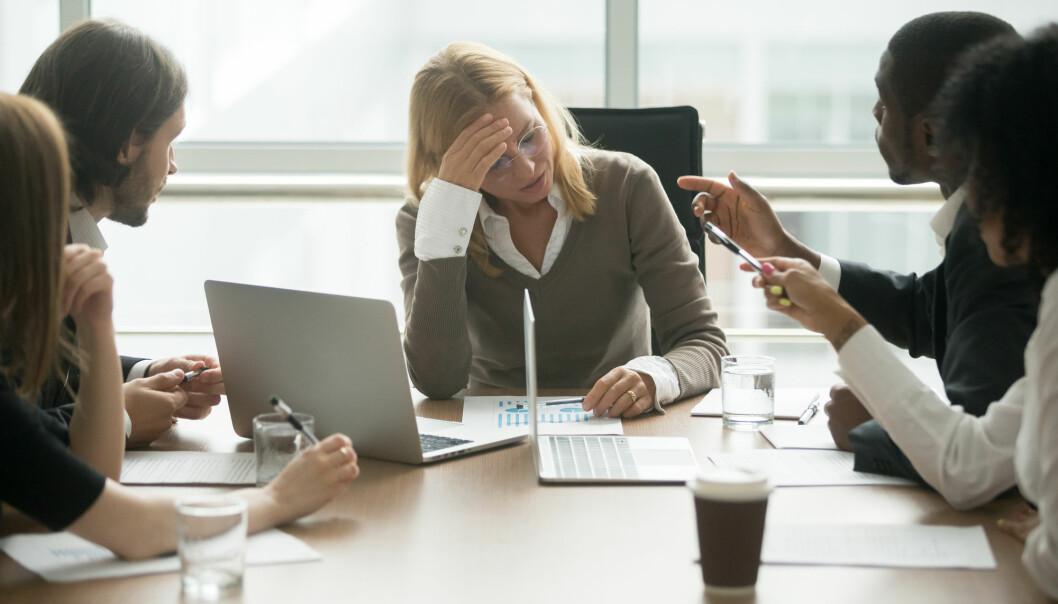 I pressede situasjoner på jobb kan det lett oppstå konflikter rundt arbeidsoppgaver. Leders rolle kan være avgjørende for at det ikke skal eskalere.(Illustrasjon: fizkes / Shutterstock / NTB scanpix)