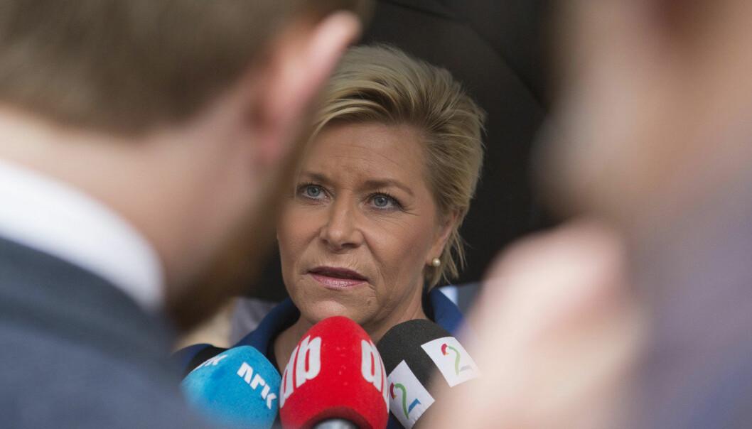Finansminister Siv Jensen på vei til Stortinget for å legger frem statsbudsjettet onsdag formiddag. (Foto: Torstein Bøe, NTB scanpix)