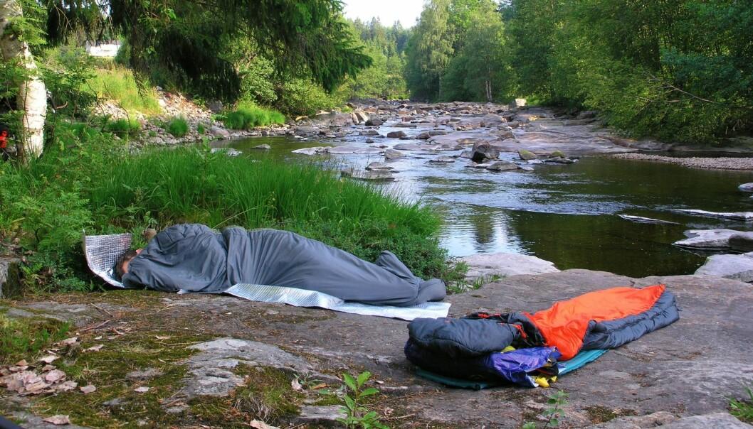 Når du er fysisk aktiv ute i naturen og når du legger deg til å sove, følger kroppen den naturlige rytmen, ikke hverdagsrytmen som følger av et urbant liv. (Illustrasjonsfoto: Colourbox)