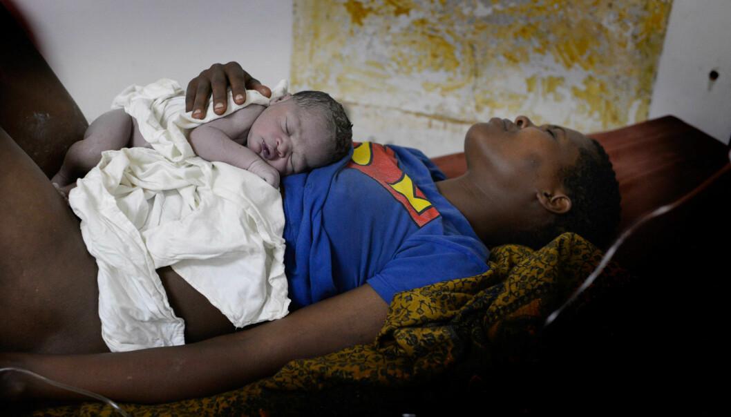 En vellykket fødsel. Den lille har nok oksygen. (Foto: Safer Births)