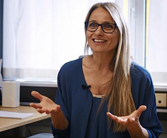 Professor Kjersti Engan sier at arbeidet til de to stipendiatene kan bidra til økt kunnskap om hva som er den beste behandlingen av nyfødte som ikke puster av seg selv. (Foto: Fra video og prosjektet Safer Births)