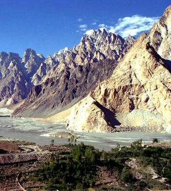 Hold de spesielle opplevelsene for deg selv, antyder amerikansk forskning. Utsikten fra Karakoram-veien gjennom Himalaya gjør deg kanskje ikke til festens midtpunkt likevel. (Foto: Jialiang Gao, Wikimedia Commons, GFDL/CC-by-sa-3.0)