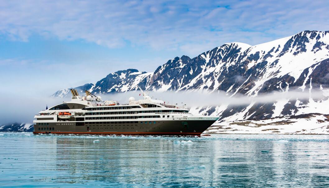 – Arktis er og kommer til å bli for attraktivt for at det er mulig å stenge av områder for turister. Men det er mulig å tilrettelegge og tilpasse seg veksten slik at vi begrenser de negative sidene og utnytte de positive, sier Stipendiat Julia Olsen. (Foto: Shutterstock)