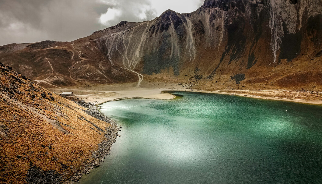Kanskje var det ikke i havet, men i en vulkansk dam som de første cellene oppstod. (Foto: aguinaldo matzenbacher / Shutterstock / NTB scanpix)