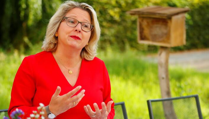 Miljøminister i Tyskland, Svenja Schulze, snakket med medier i hagen til departementet 4. september, da planen ble lagt fram. (Foto: REUTERS/Hannibal Hanschke).