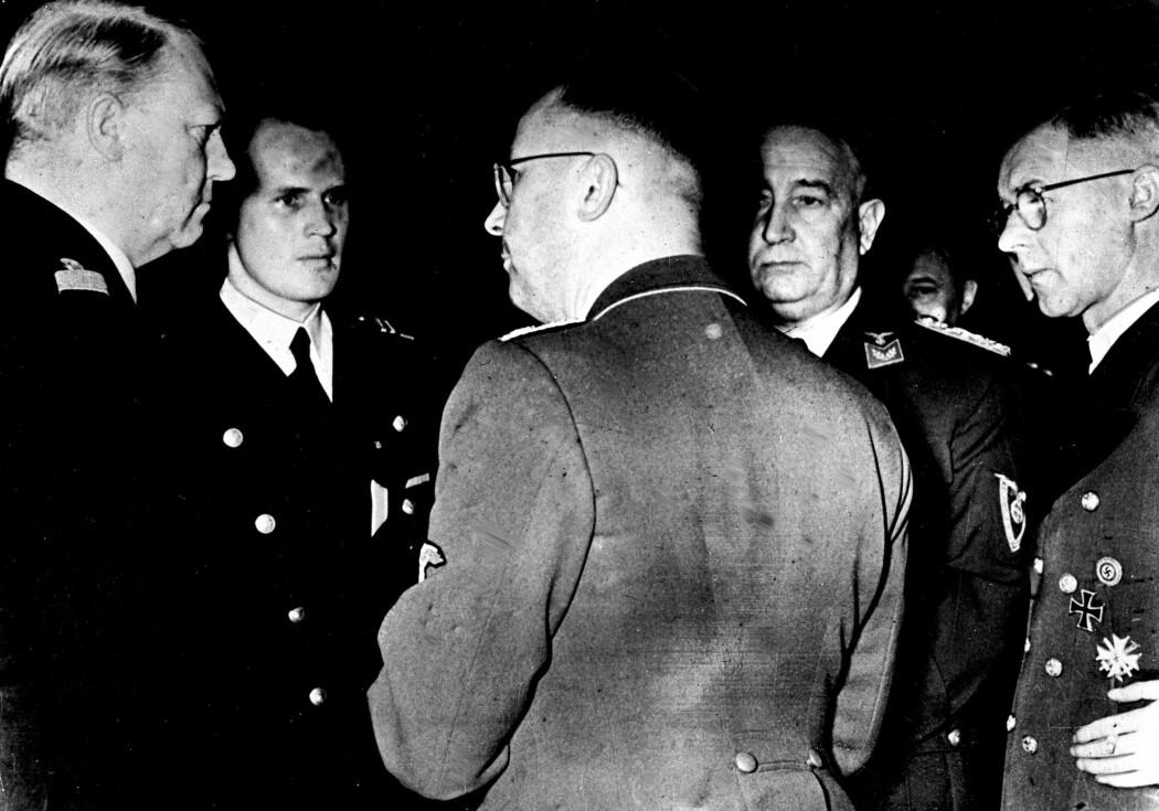 Vidkun Quisling (t.v.) i samtale med politiker i Albert Hagelin Nasjonal Samling og Reichskommisar Josef Terboven. Henrich Himmler står med ryggen til. (Arkivfoto: NTB scanpix)