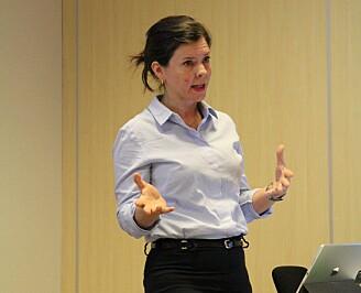 Katerinin Storeng fortalte på møtet at nesten åtte prosent av yngre forskerne svarte i en spørreundersøkelse at de var helt eller delvis enig med utsagnet at de har opplevd urettmessig påvirkning i framstilling av forskningsresultater. (Foto: Elin Fugelsnes)