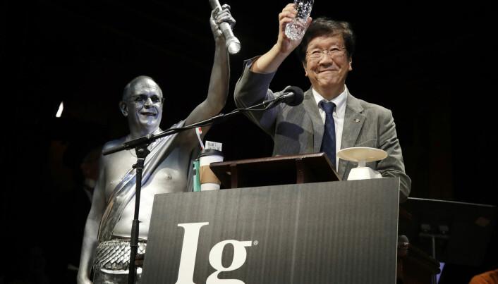 Shigeru Watanabe var blant de japanske forskerne som mottok Ig Nobelprisen for forskning på hvor mye spytt en femåring produserer i døgnet. (Foto: Elise Amendola, AP, NTB scanpix)