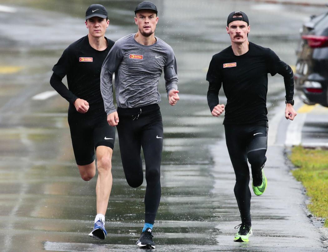 Jakob, Filip og Henrik Ingebrigtsen trener knallhardt for å oppnå resultater. Men treningen er bare en del av årsaken til brødrenes suksess, ifølge forsker. (Foto: Lise Åserud / NTB scanpix)