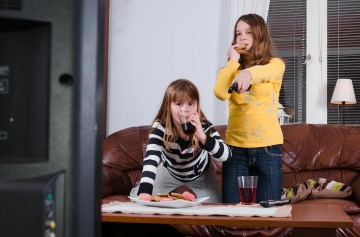 Foreldrene Sørenssen har intervjuet synes alle at Disney Channel er fordummende amerikansk kliss. Samtidig vil de ikke nekte barna å se noe de liker, og synes at filmene tross alt har god moral.  (Foto: Microstock)